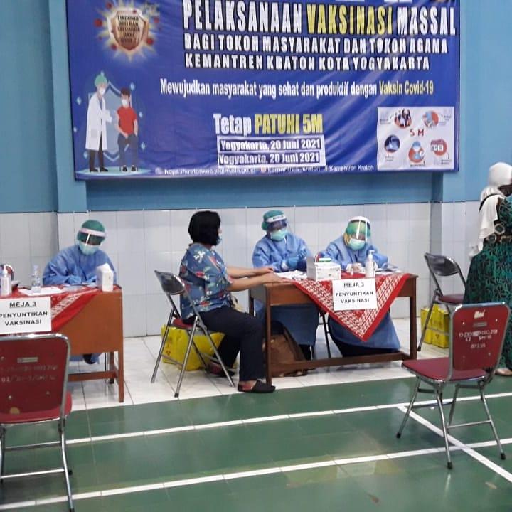 Vaksinasi Bagi Tokoh Masyarakat di Wilayah Kemantren Kraton.