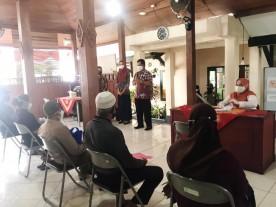 Distribusi Bantuan Sosial Beras PPKM Di Wilayah Kemantren Kraton Yogyakarta.